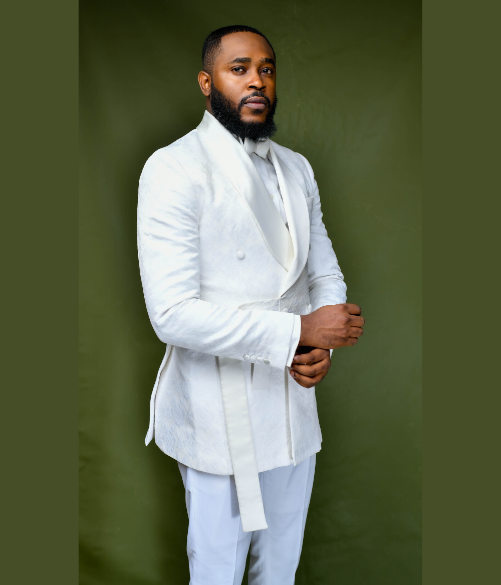 White Pattern Kimono Suit With Belt